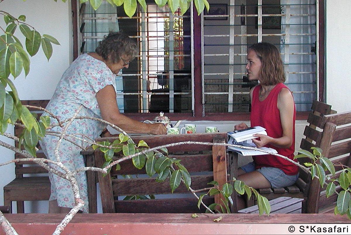 Trevligt fika på Jeannies veranda